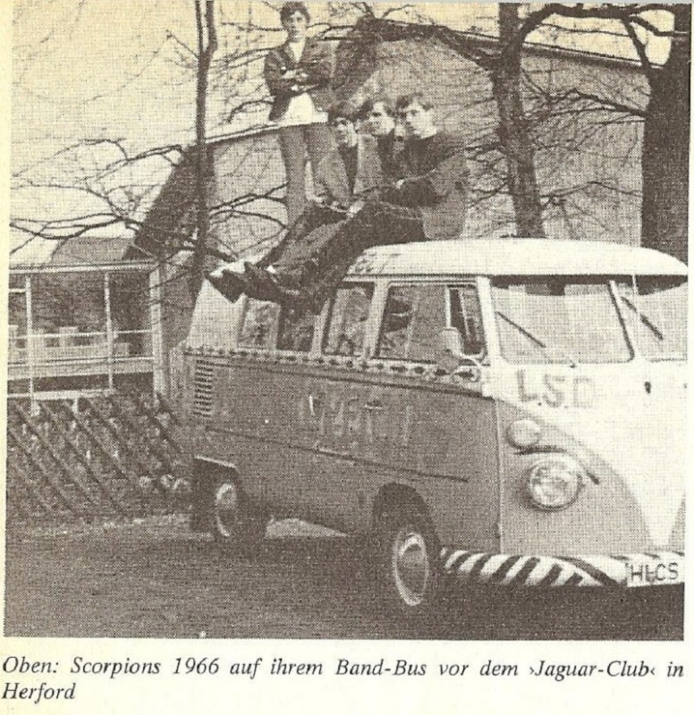 vw-scorpions-bus-and-the-band-on-top