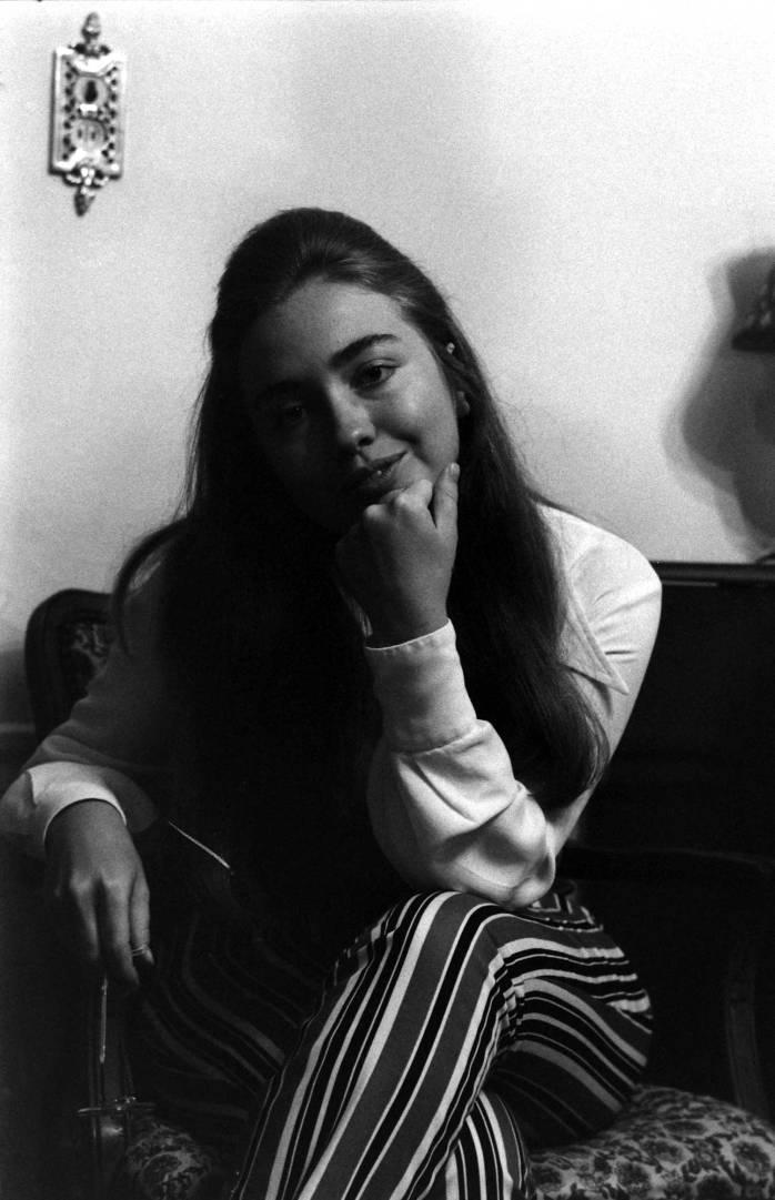 hillary-clinton-in-1969-04