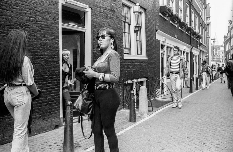 amsterdam-red-light-district-90s-876-body-image-1481297266