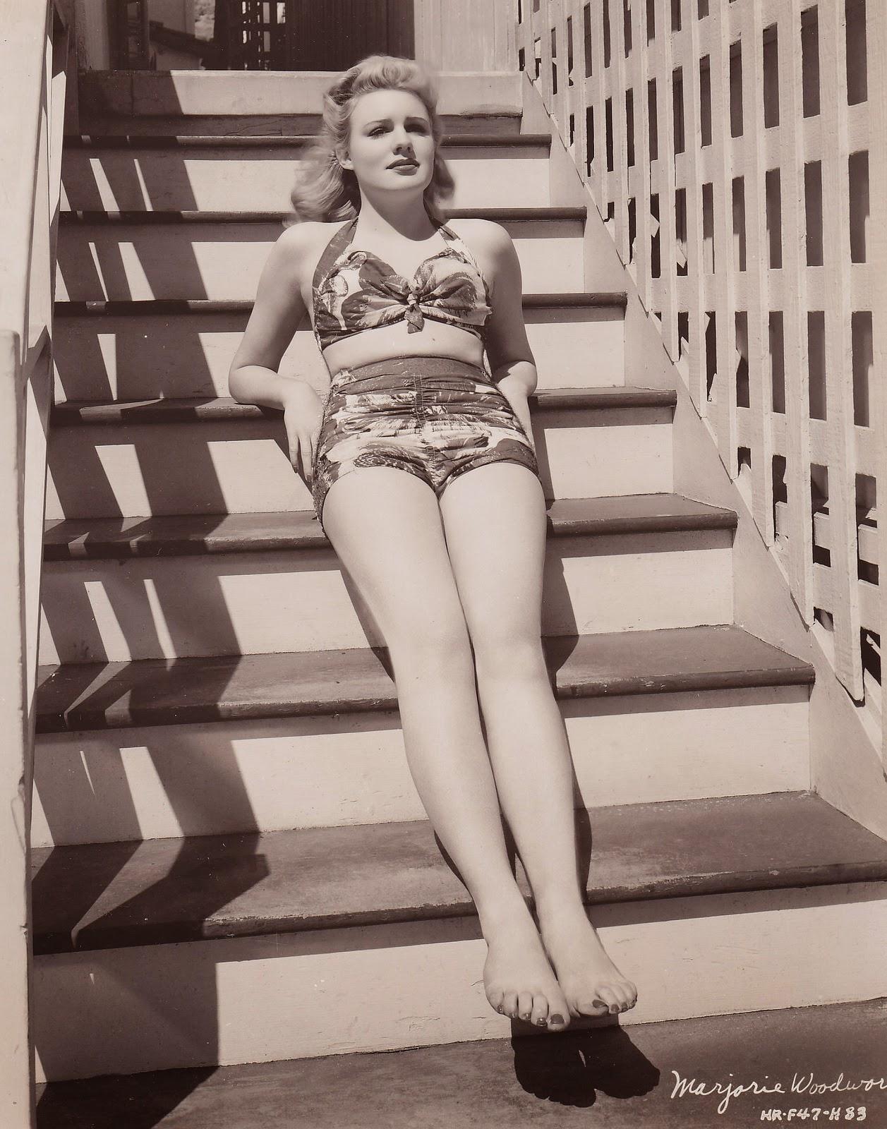 Hot Actress Julie Bishop