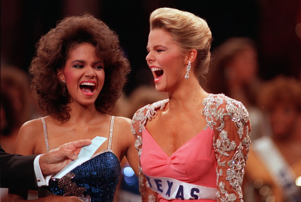 The first runner-up Halle Berry of Ohio (left) stands beside Christy Fichtner of Dallas, Texas, as Fichtner is named the 1986 Miss USA winner in Miami, Florida, on May 21, 1986.