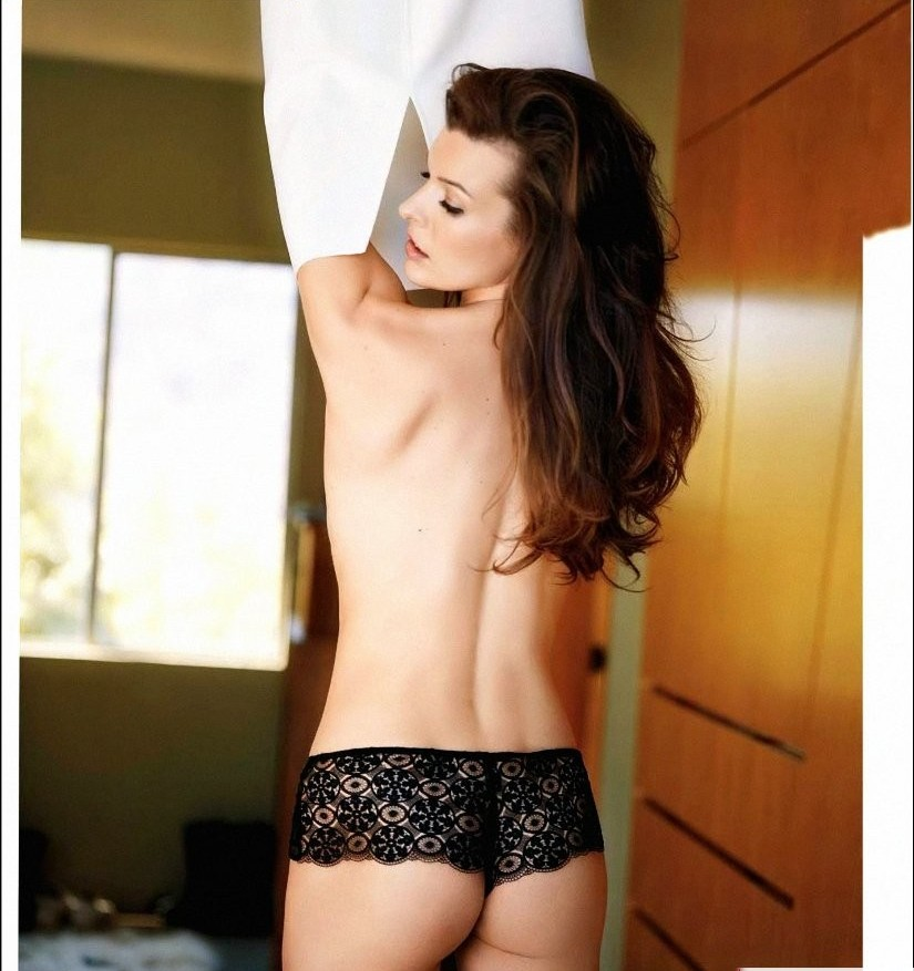 milla-jovovich-naked-butt-nude-naked-new-moms