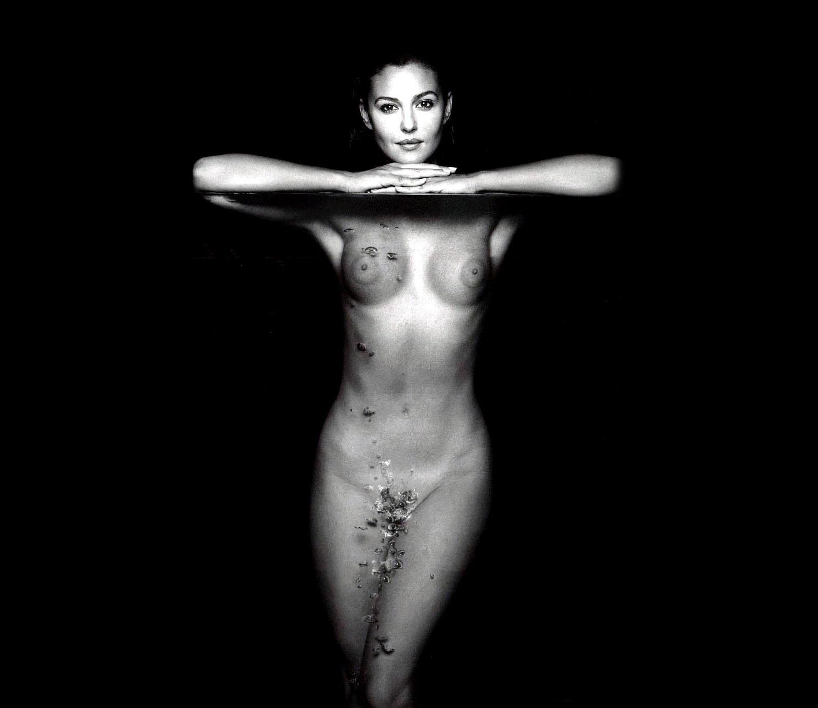 последние фото голой белуччи красивая телочка