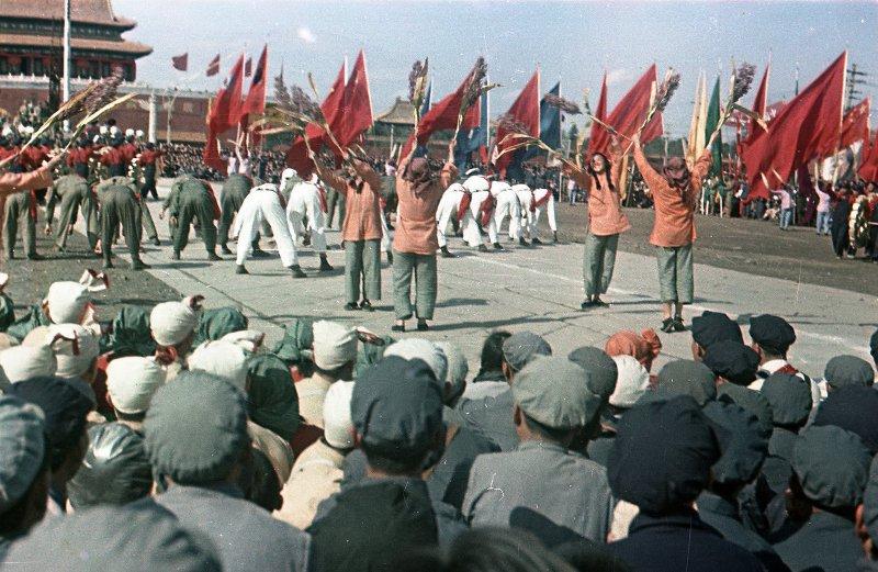 1949 Торжества на площади Тяньаньмэнь 1 октября 1949 г. Участники народного ансамбля2