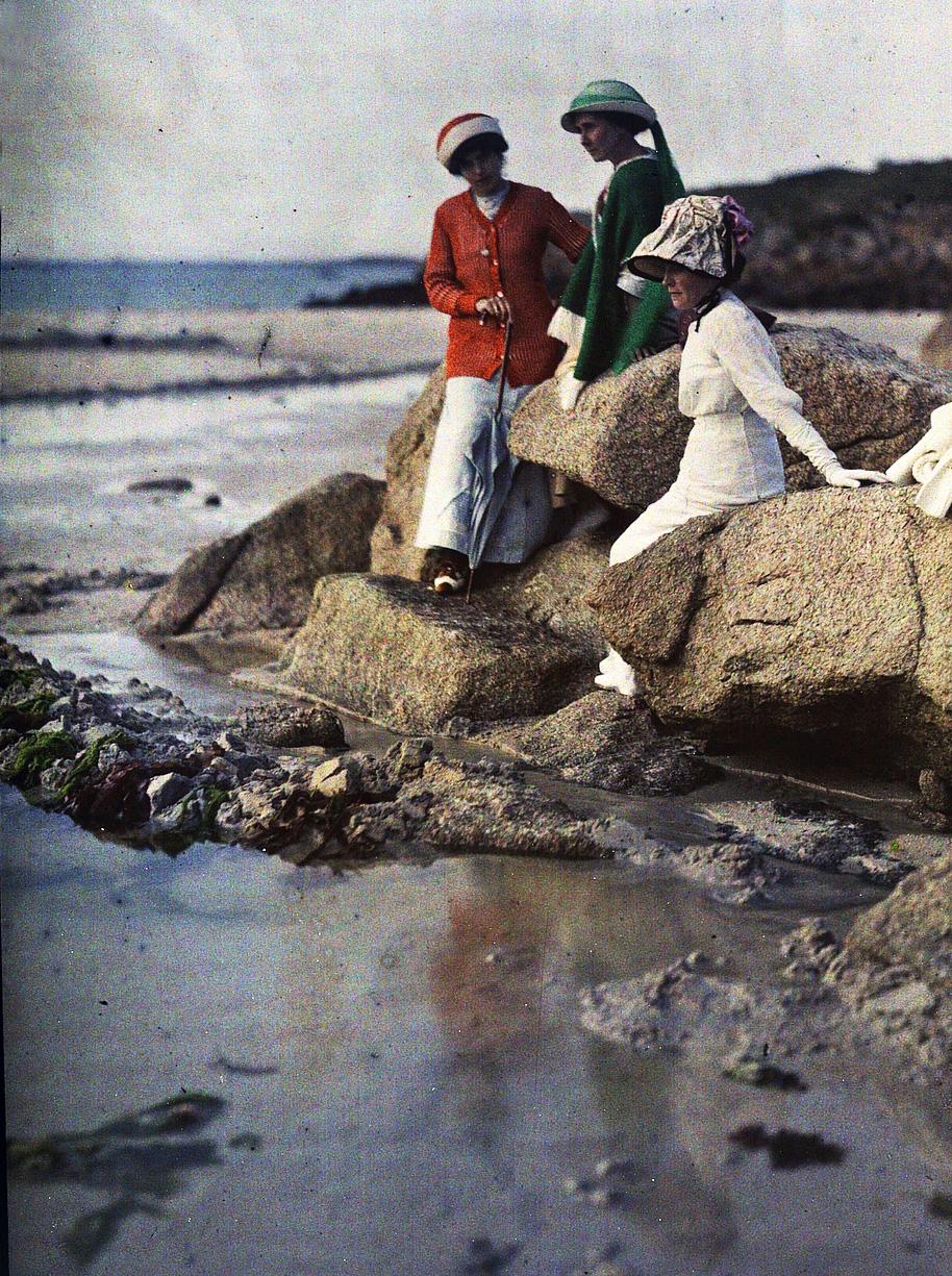 Аделина Гейн с двумя женщинами на пляже. 1910 Гюстав Гейн2