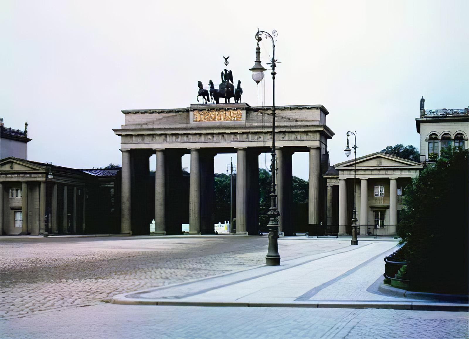 1910 Berlin Branderburgertor