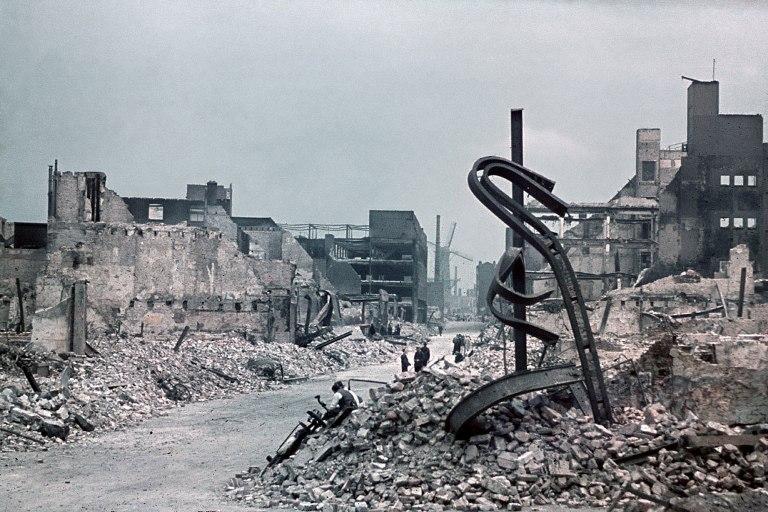 20 век в цвете. 1940 г. Краски войны 80 лет назад kodachrome,20 век в цвете,Вторая Мировая,1940-е,agfacolor