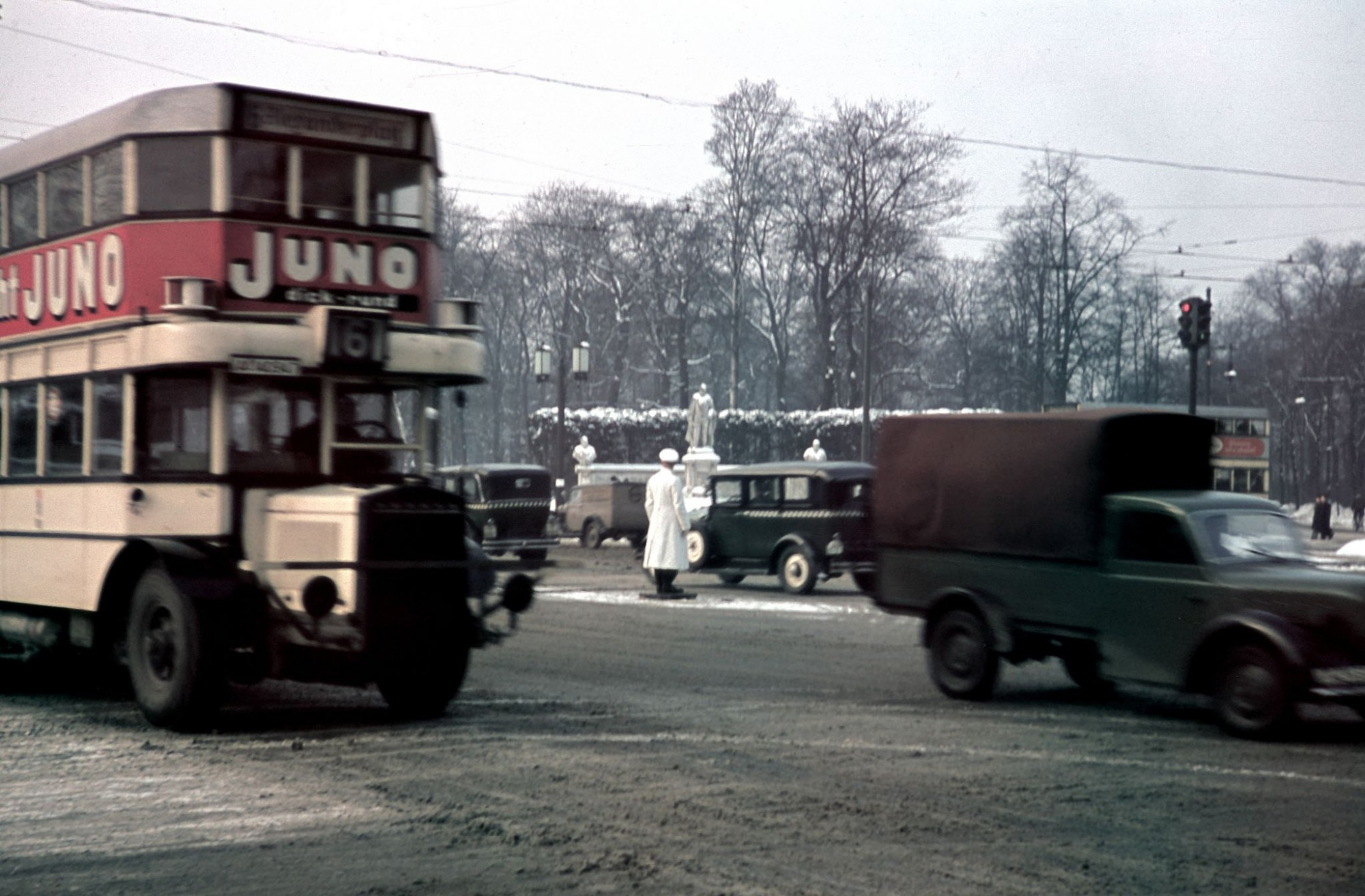 1940 Berlin traffic on the Ost-West-Achse (until 1935 Charlottenburger Chaussee)