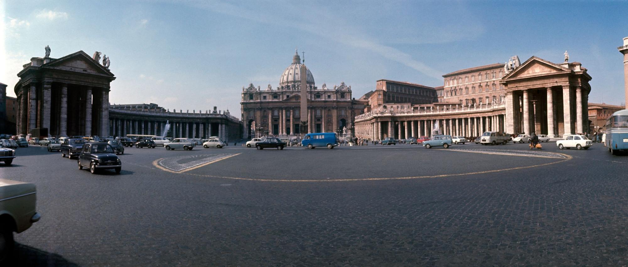 1970 Rome, circulation place Saint-Pierre