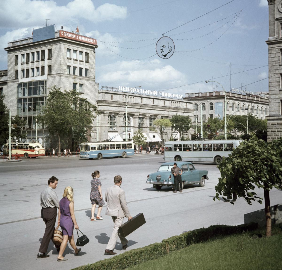 1970 Площадь Победы в Кишиневе Яков Берлинер Перекрёсток улиц Ленина и Пушкина