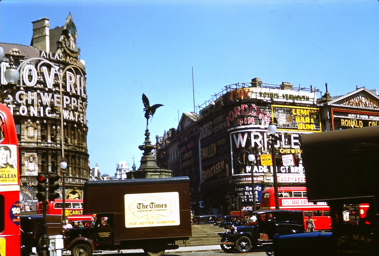1950 London Eros in Piccadilly Circus, May 10, 1950