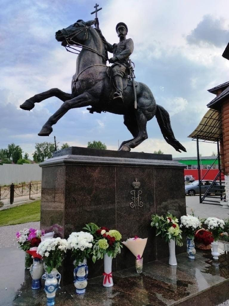 В городе Кулебаки официально открыли первый в России конный памятник императору Николаю II