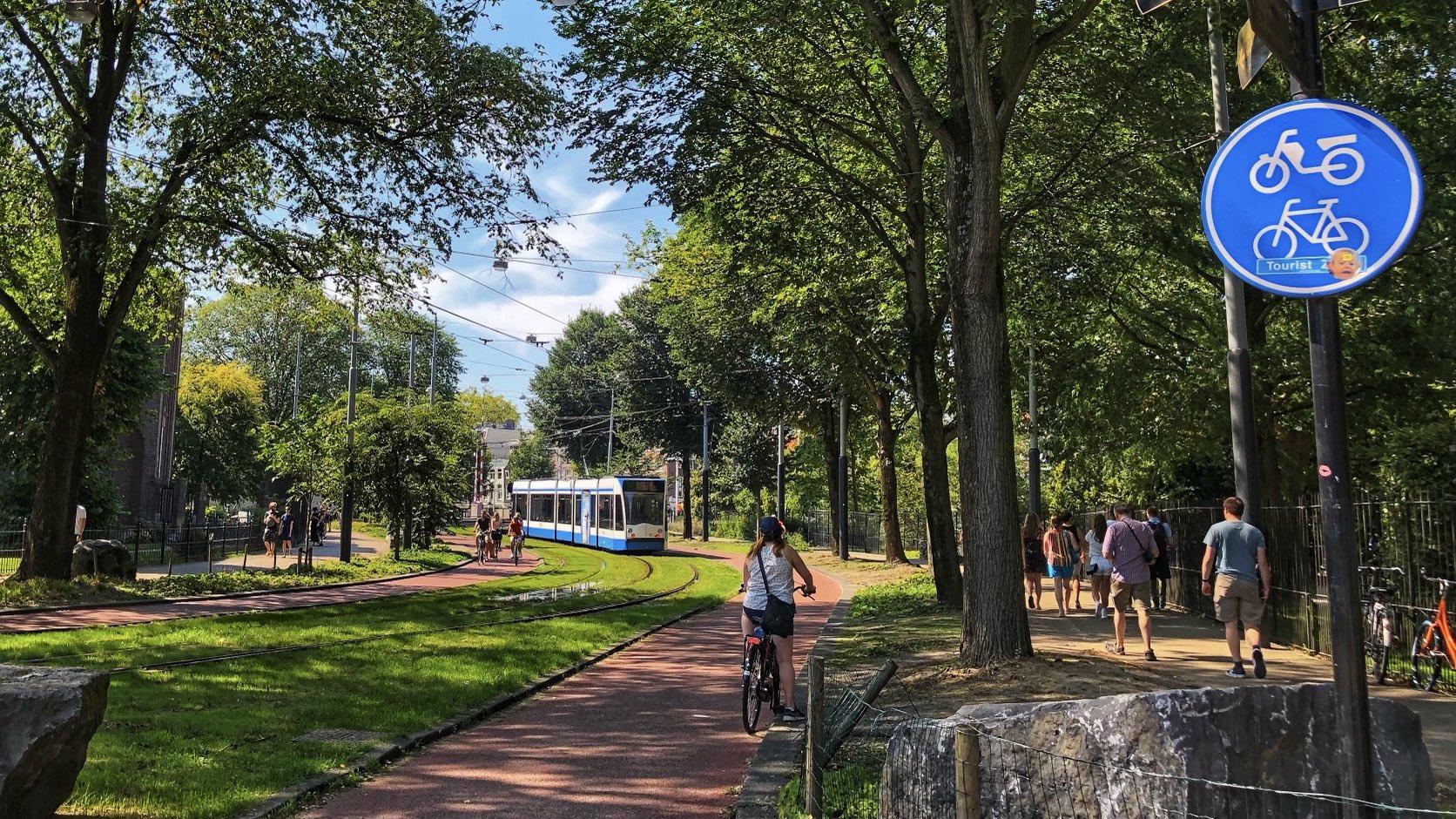 Улица победивших урбанистов в Амстердаме