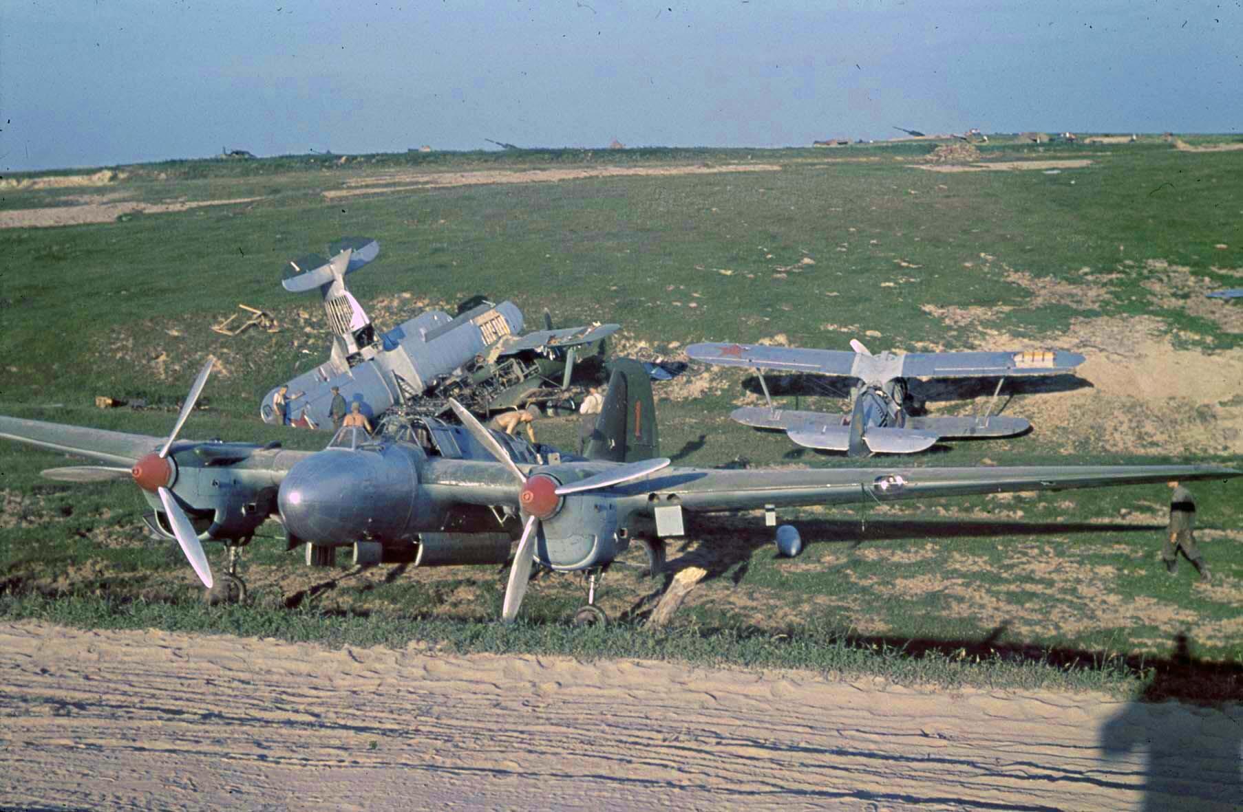 1941 Zerstörte sowjetische Flugzeuge, bei Minsk, 10. Juli 1941f