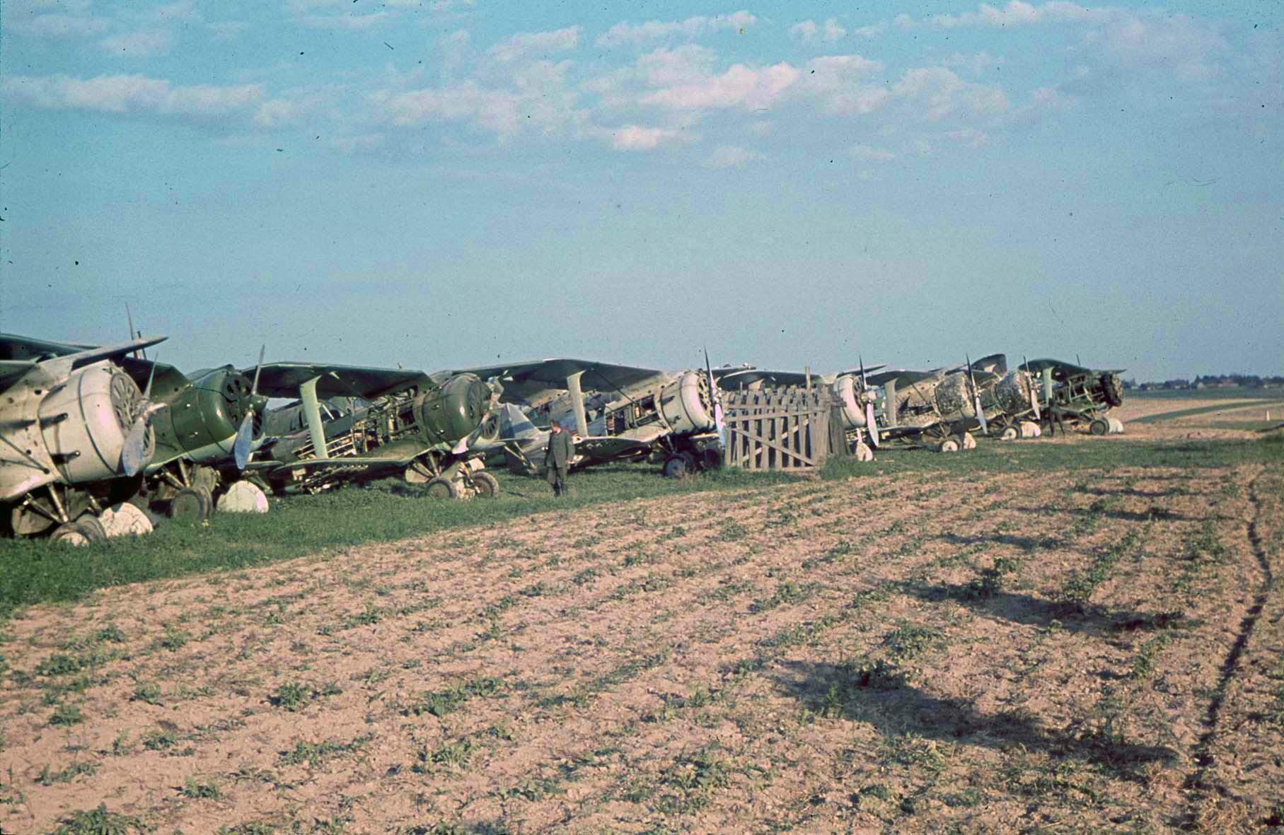 1941 Zerstörte sowjetische Flugzeuge, bei Minsk, 10. Juli 1941