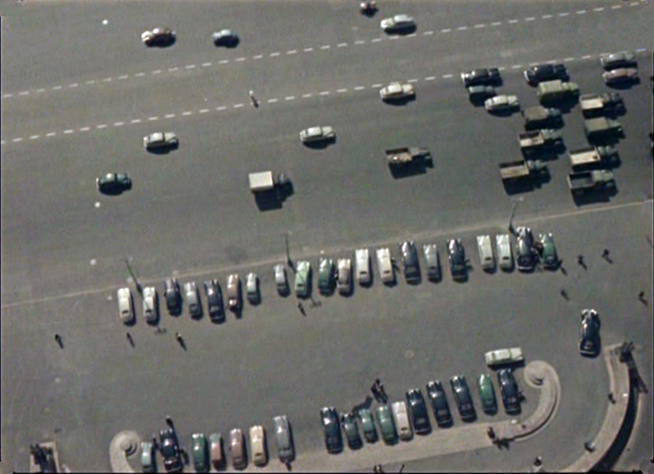 1956 парковка у МИДа2