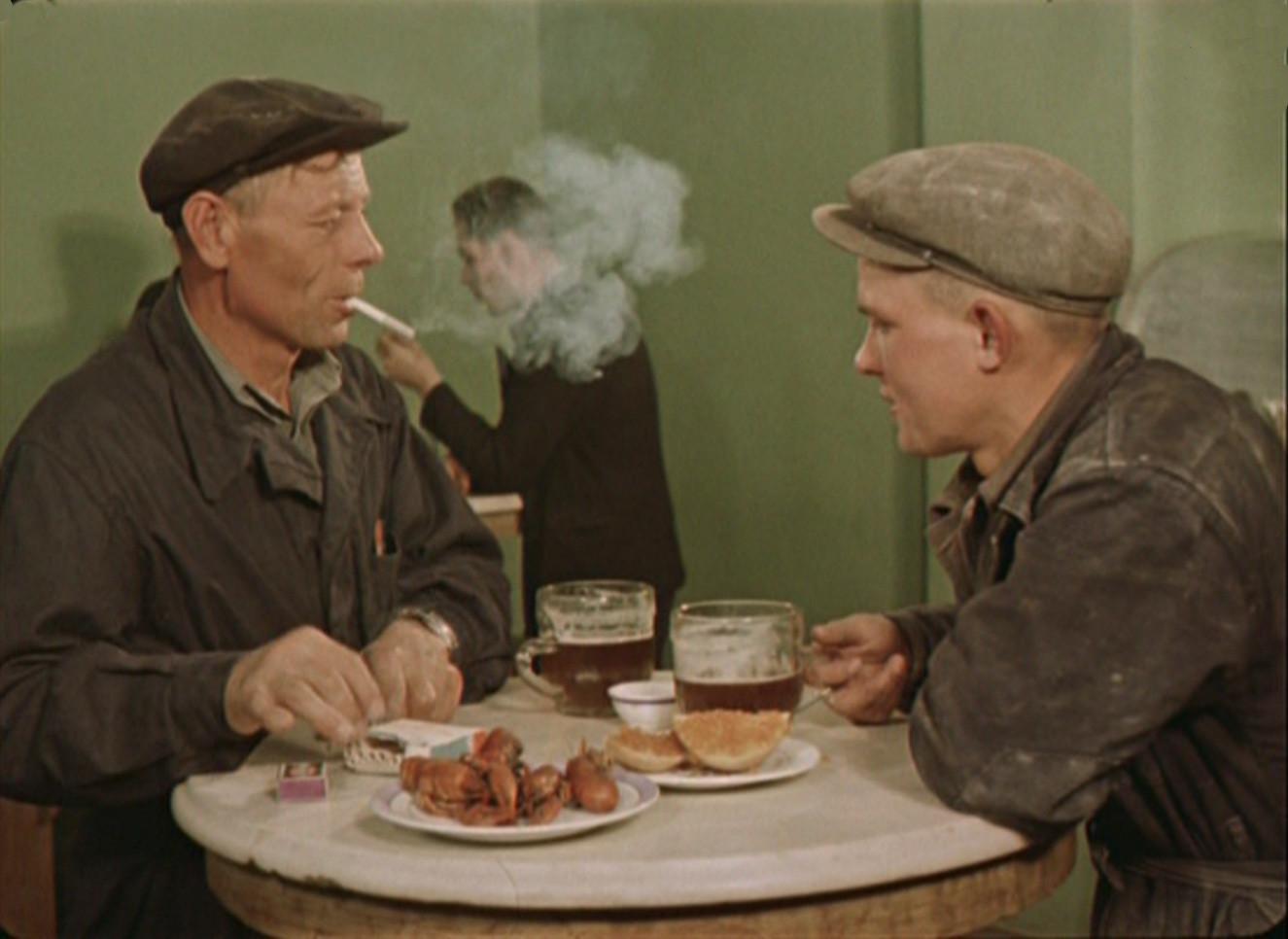 1956 кто из нас перед обедом не любит выпить кружку вкусного московского пива2