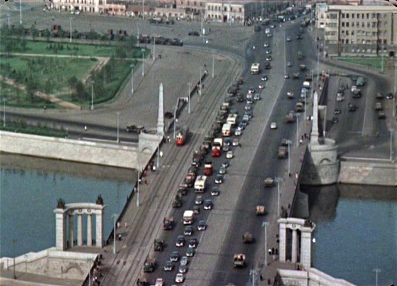 Цветные кадры Москвы из кинохроники 1956 года. Новая серия!