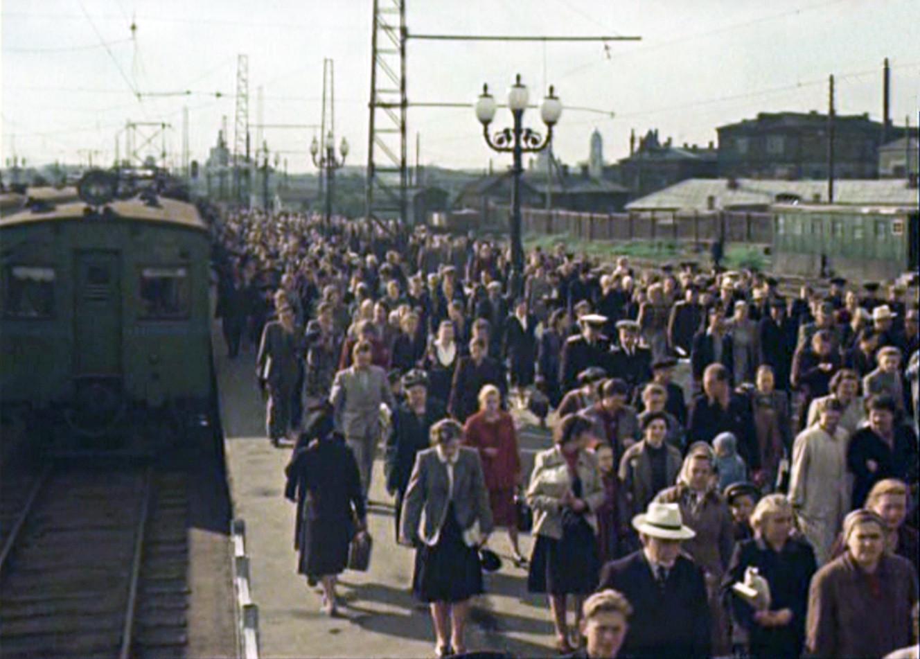 Утренняя электричка в Москве, 1956 год