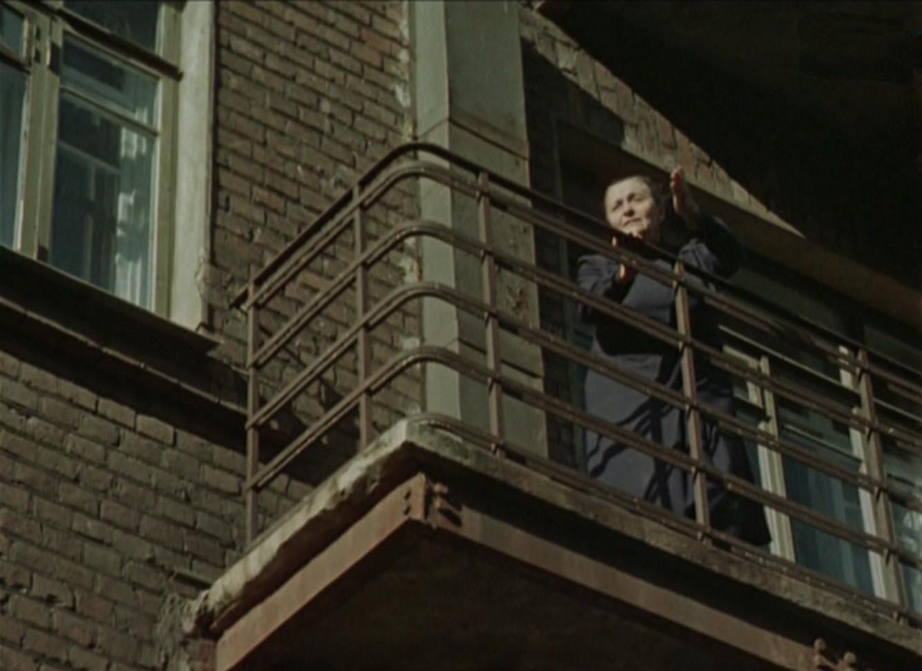1956 И как всегда в таких случаях, на балконе появляется тётя Соня