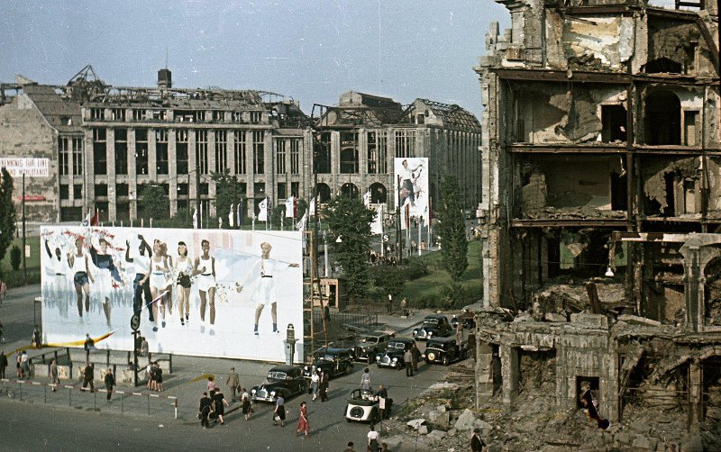 1951 Берлин во время III Всемирного фестиваля молодежи и студентов. Микоша