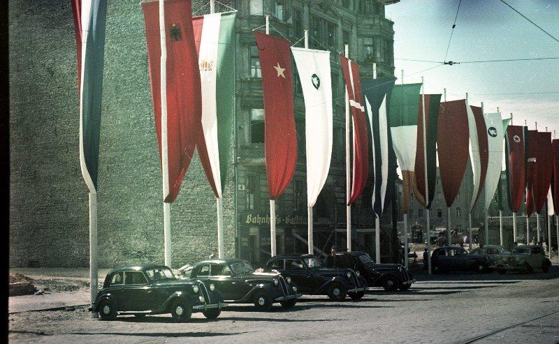 1951 Берлин во время III Всемирного фестиваля молодежи и студентов. Микоша4