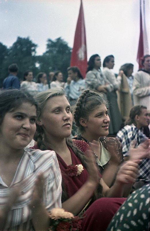 1951  III Всемирный фестиваль молодежи и студентов. Зрители на трибунах