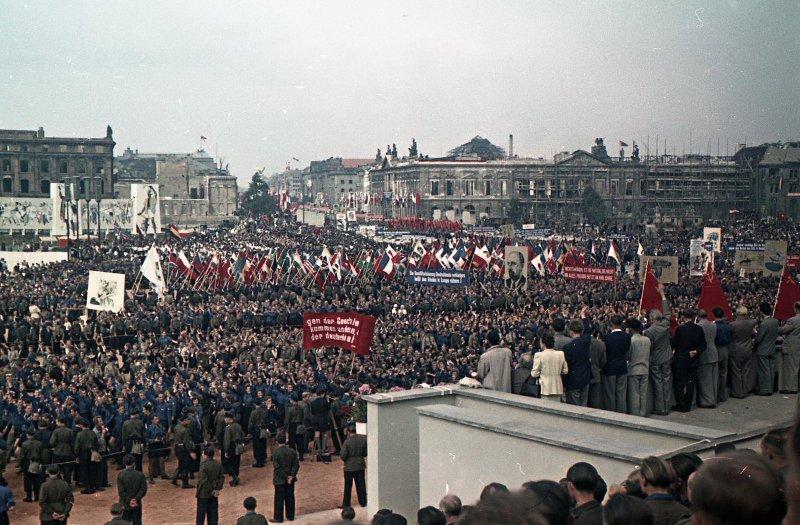 1951 Участники общественно-политического праздника