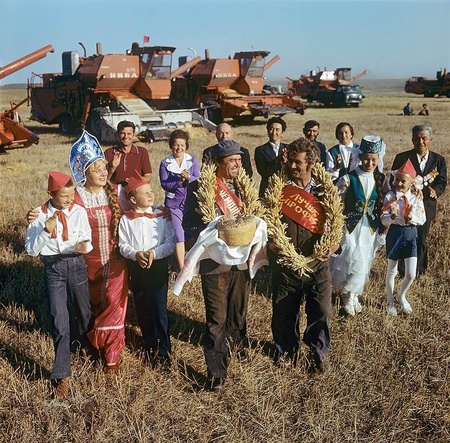1978 Чествование передовиков жатвы в совхозе имени В.И.Ленина Уральской области. Иосиф Будневич