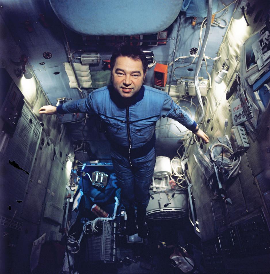 Космонавт Георгий Гречко на борту космического комплекса «Союз-26» – «Салют» – «Союз-27». 1978 год