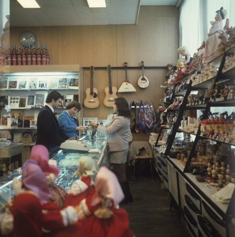 Магазин «Березка» в гостинице «Ленинград». Санкт-Петербург, 1978. Роберт Папикьян МИА «Россия сегодня»