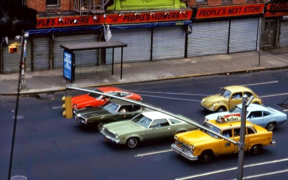 1978 NY Sixth Avenue at 27th Street. Photo by Manel Armengol.