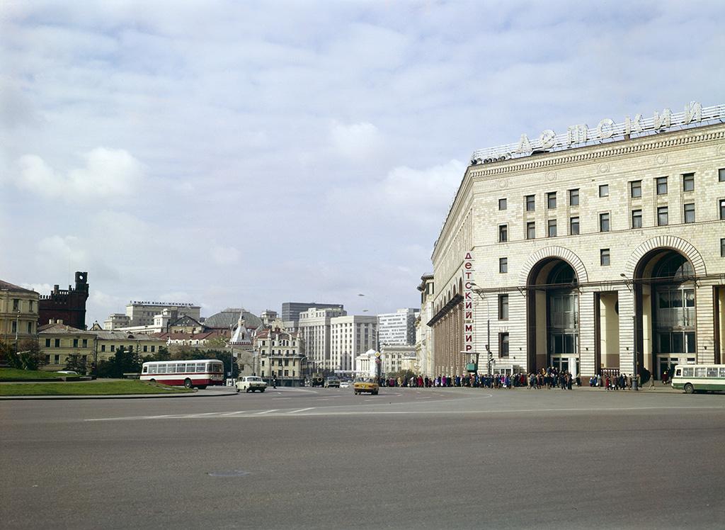 1978 Вид на проспект Маркса со стороны площади Дзержинского