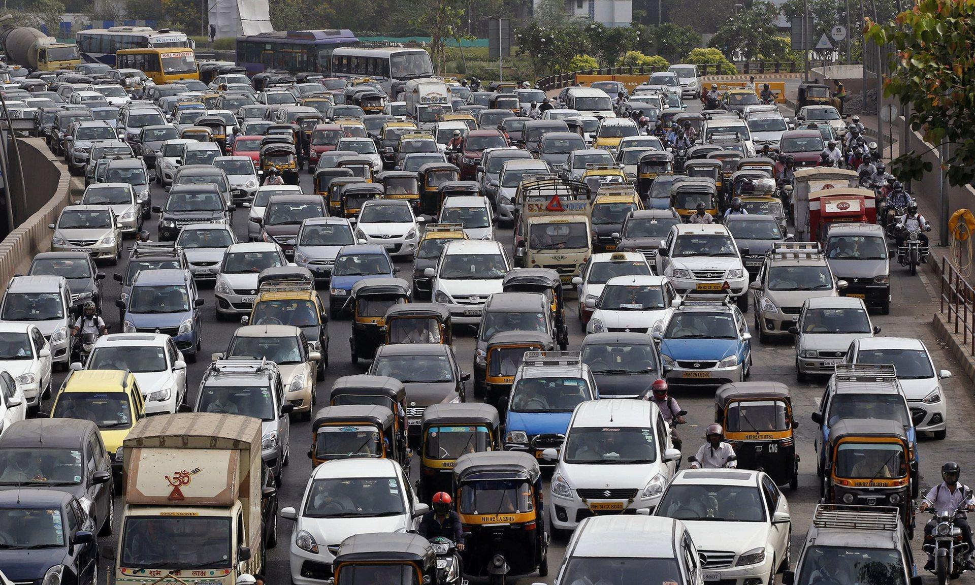 Мумбаи во время часа-пик. Фото Райониш Какаде