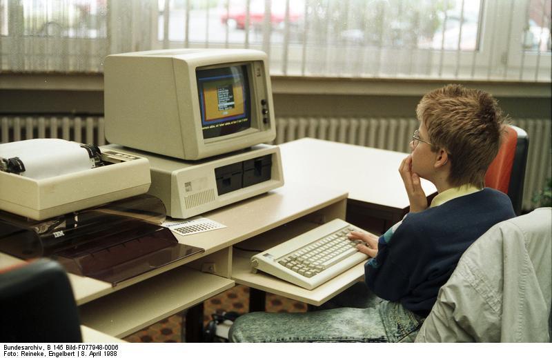 1988 Jugend-Computerschule mit IBM-PC