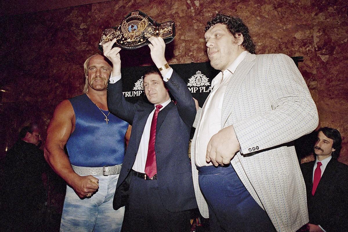 1988 Дональд Трамп вручает пояс чемпиона мира по рестлингу