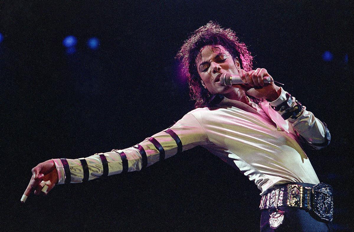 Майкл Джексон во время 13-го тура США, в Канзас-Сити, 24 февраля 1988 года