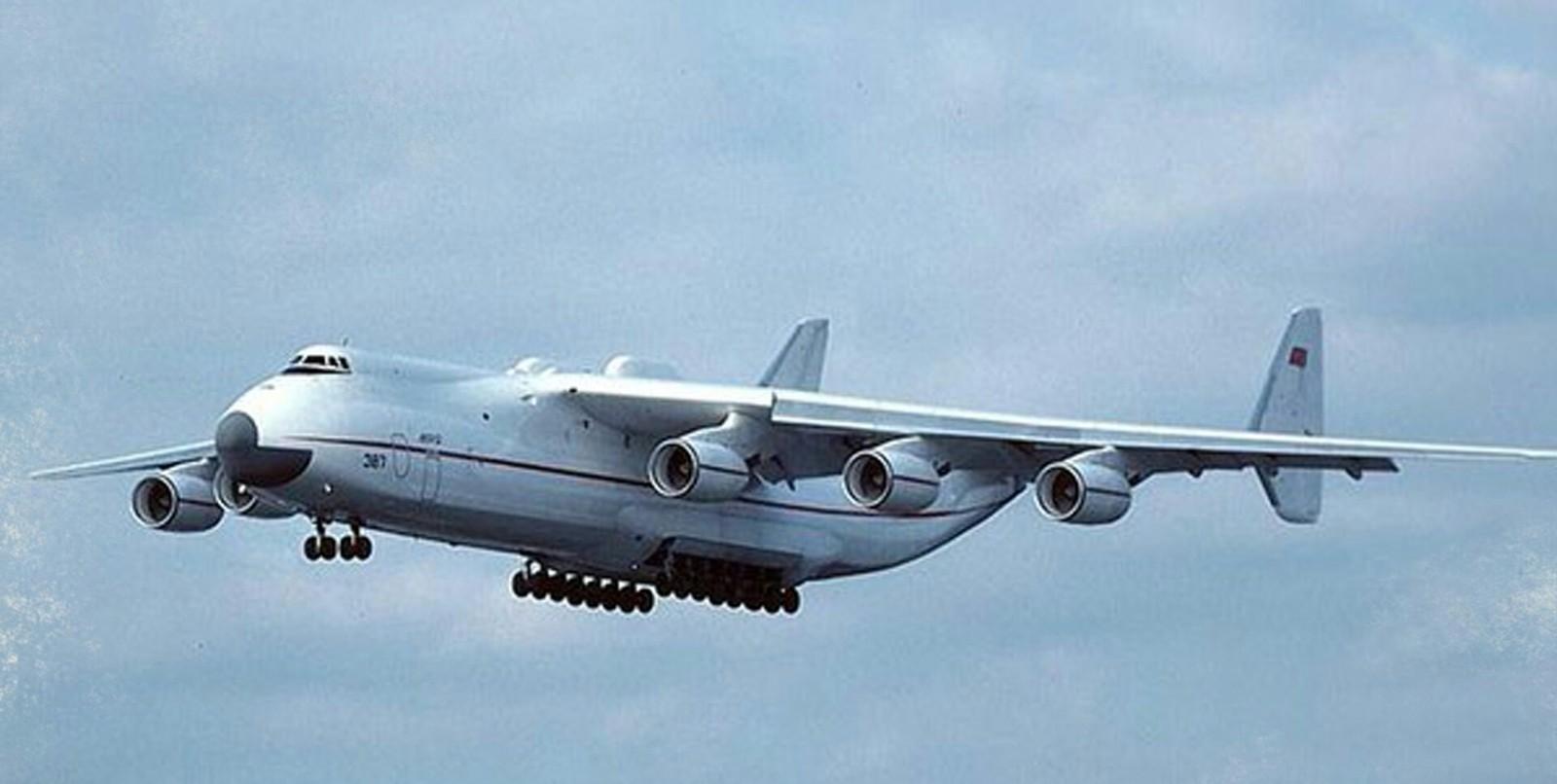 21 декабря 1988 года в небо поднялся самый большой в мире самолёт
