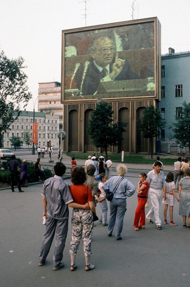 1988 Party Congress as seen from street level, Moscow