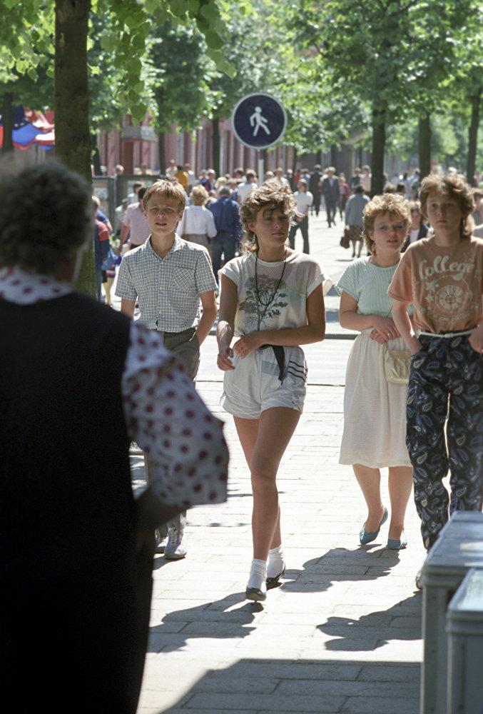 1988 На одной из улиц города Шауляя. Алексей Курбатов, РИА Новости