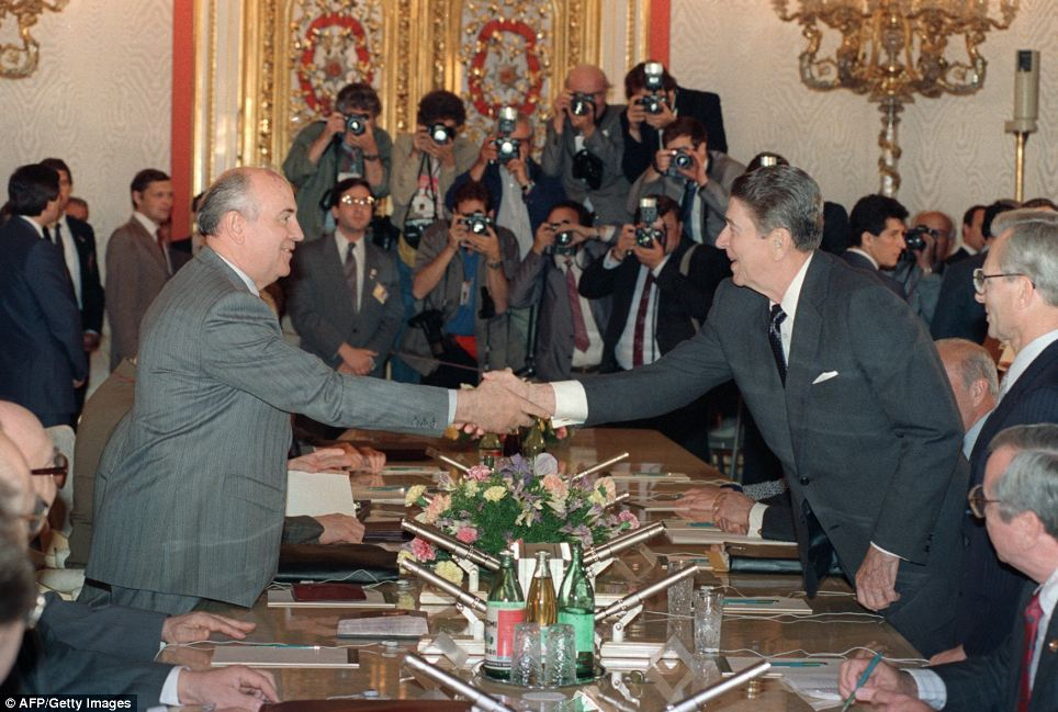 U.S. President Ronald Reagan (right) shaking hands with Soviet leader Mikhail Gorbachev in 1988