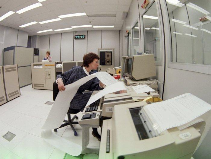 Машинный зал автоматизированной системы фотонабора печатных изданий ТАСС, 1988 год. Борис Кавашкин. Фотохроника ТАСС
