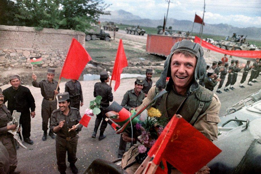 Начало вывода советских войск из Афганистана, май 1988 года. (Фото Douglas E. Curran AFP Getty Images)
