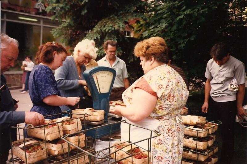Продажа клубники, 1988 год