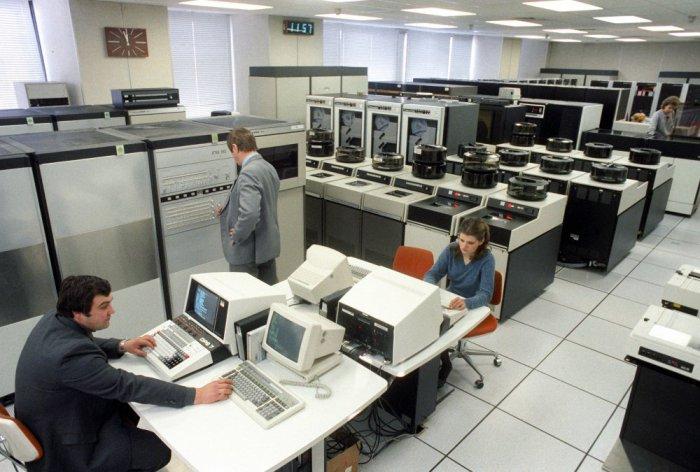 Центральный зал автоматизированной системы обработки сообщений ТАСС, 1988 год  Борис Кавашкин и Валерий Христофоров. ТАСС