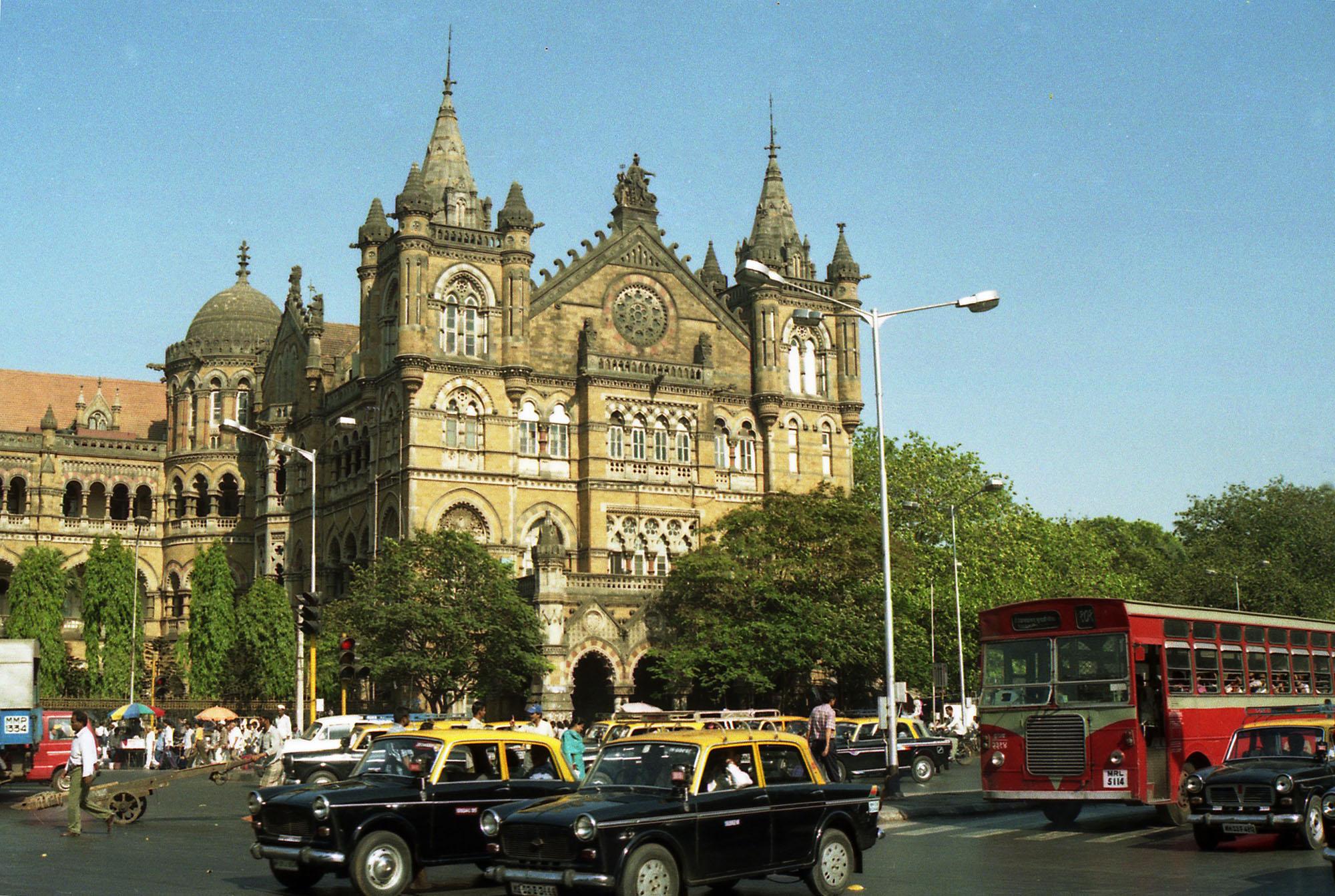 1998 Bombay Правая часть здания терминала Виктория в Мумбае