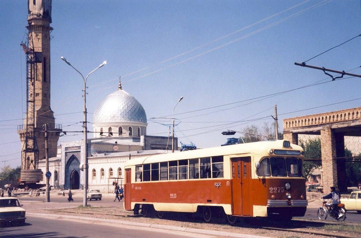 1998 Ташкент. Строительство мечети на Кукче. Самый высокий минарет в Ташкенте. Апрель 1998 года. Фото Ааре Оландера
