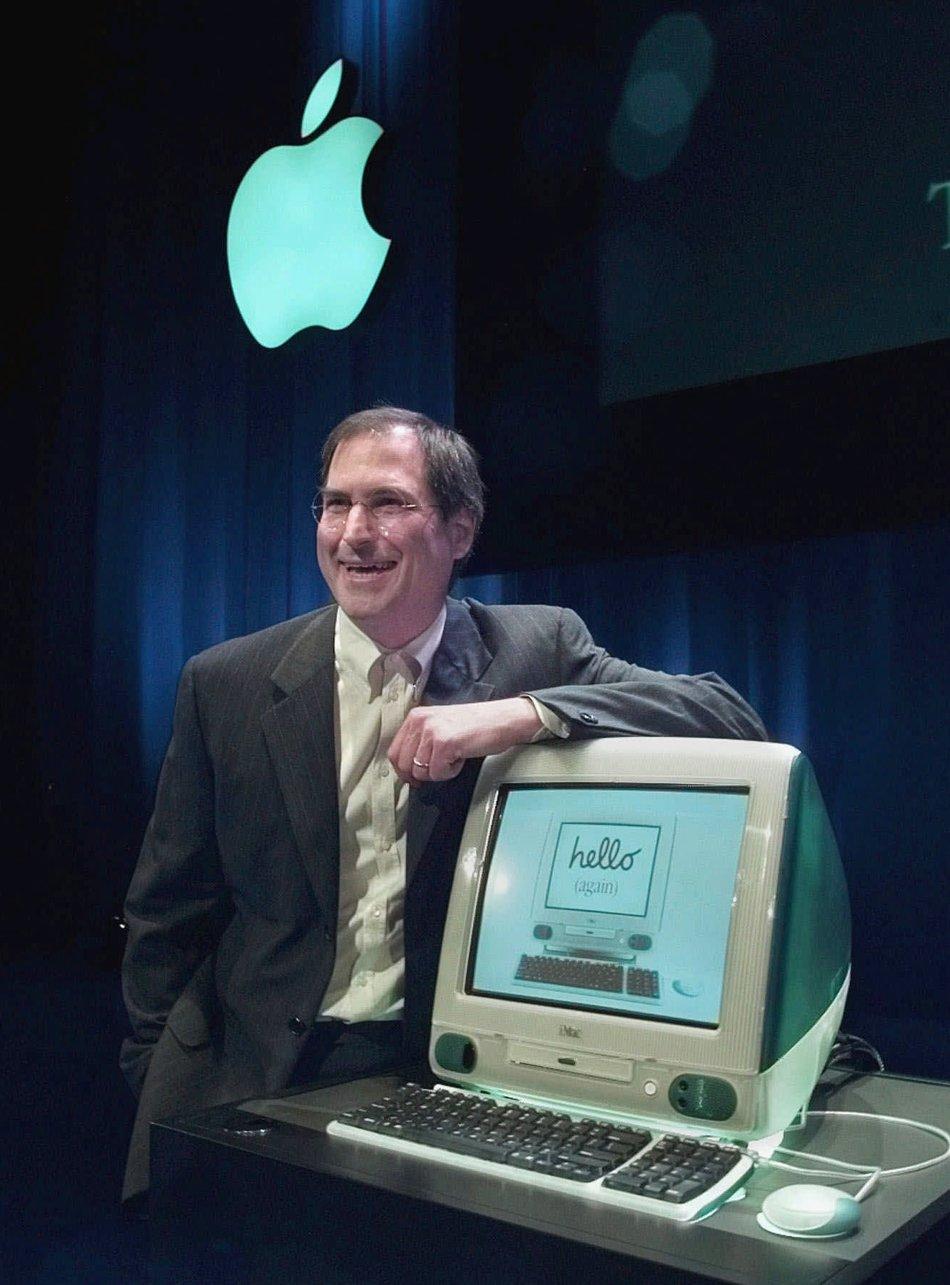 1998 год. Стив Джобс из Apple Computers представил новый компьютер iMac. Купертино, штат Калифорния