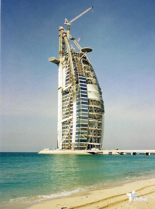 Burj-Al-Arab-hotel-under-construction-in-1998
