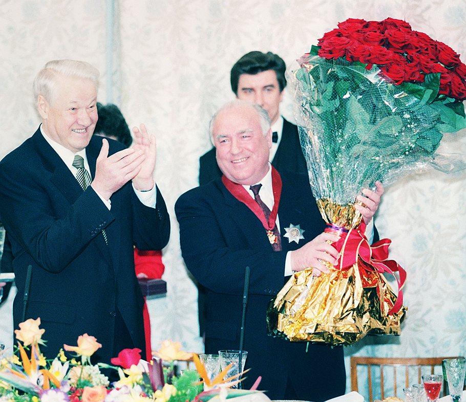 23 августа 1998 года Борис Ельцин отправляет правительство Сергея Кириенко в отставку. И. о. премьера становится Виктор Черномырдин ИТАР-ТАСС